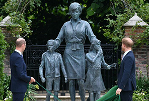 Lip Reader Reveals Prince Harry's Real Reaction to Diana Statue   InstantHub
